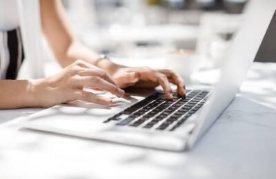 Uszkodzona matryca w laptopie – co robić